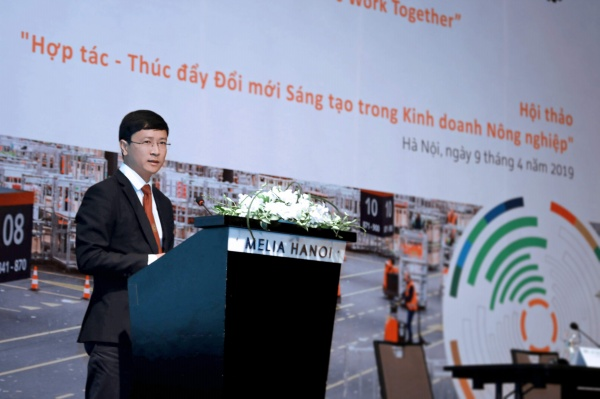 Assoc. Prof. Dr Nguyen Viet Long – Vice Director of the International Cooperation Office (VNUA) introduces the project at the seminar